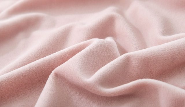 Standardy obowiązujące w pralni a bezpieczeństwo tekstyliów